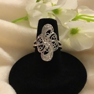 Jewelry - Fringed Silver Tone Ring